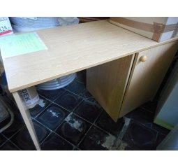 Stůl psací s trezorem
