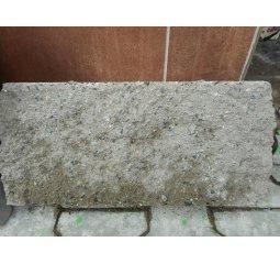 Štípaný betonový blok