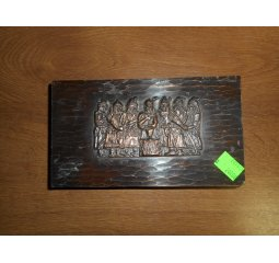 Krabička s reliéfem postav