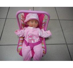 Dětská autosedačka s panenkou na hraní